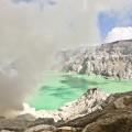 Cratère et fumée du Kawah Ijen, Java, Indonésie
