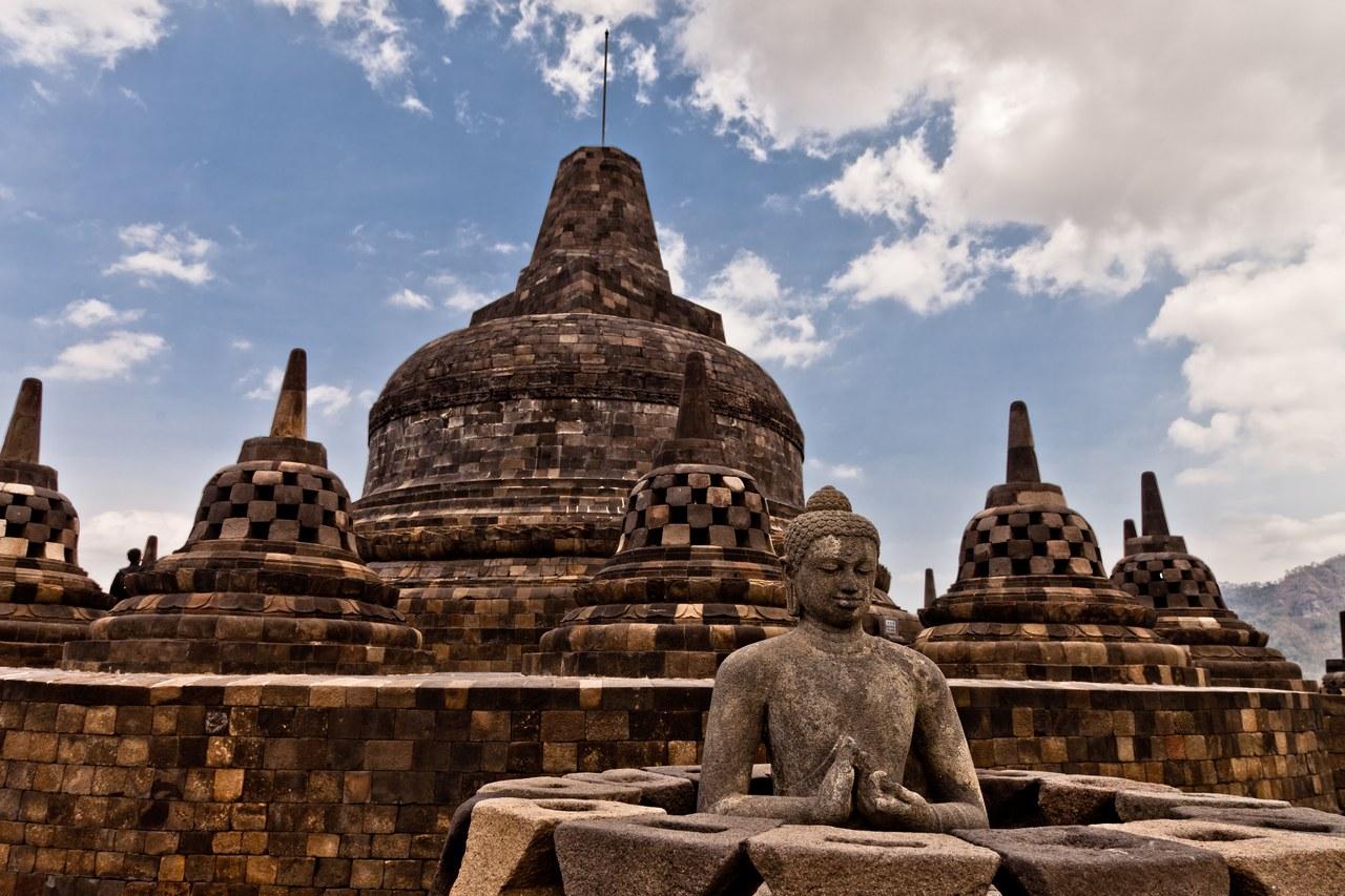 Borobudur et Prambanan, deux temples, deux styles