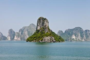 Rocher dans la baie d'Halong, Vietnam