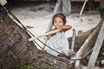 Petite fille plage Thong Nai Phan Yai Koh Phangan Thailande