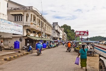 Rue principale de Kaw Thaung Birmanie