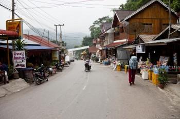 Rue principale Pakbeng Laos