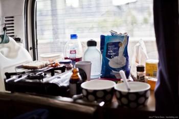 Petit déjeuner à bord du van en Australie