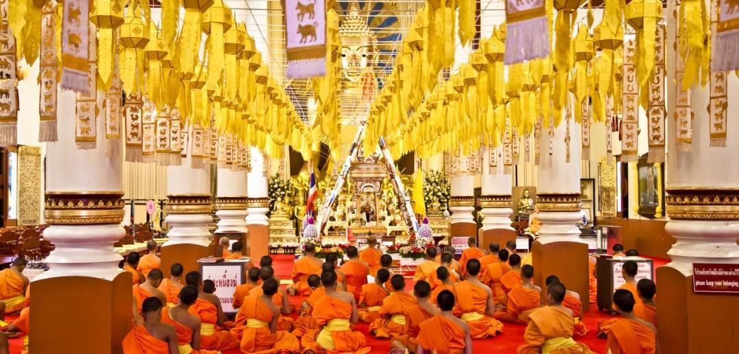 Priere-temple-Chiang-Mai-Thailande