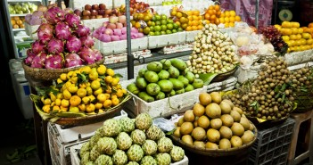 Etale de fruits, marché de Phnom Penh, Cambodge