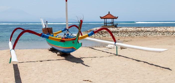 Bateau artisanal plage Sanur Bali Indonesie