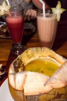 Curry dans une coco fraiche Ulu Watu Indonesie
