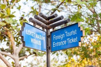 Entree etrangers Borobudur Java Indonesie