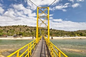 Pont entre Lembongan et Cenidan Bali Indonesie