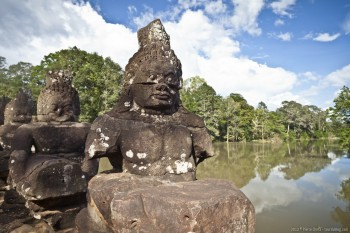Statues pont Angkor Thom Cambodge