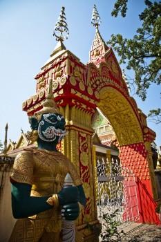 Sculpture à l'entrée d'un temple, Vientiane, Laos