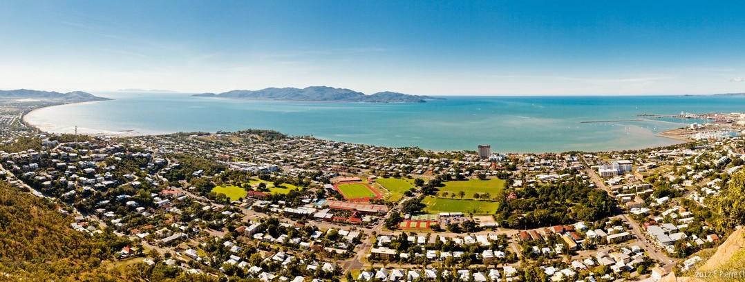 Panoramique de Townsville et Magnetic Island depuis Castle Hill
