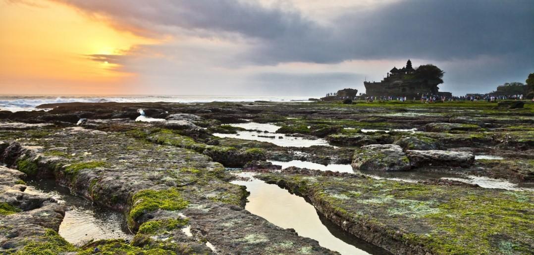Plage Tanah Lot coucher soleil Bali Indonesie