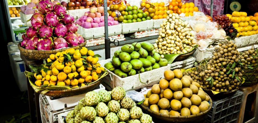 Etale fruits marche phnom penh cambodge